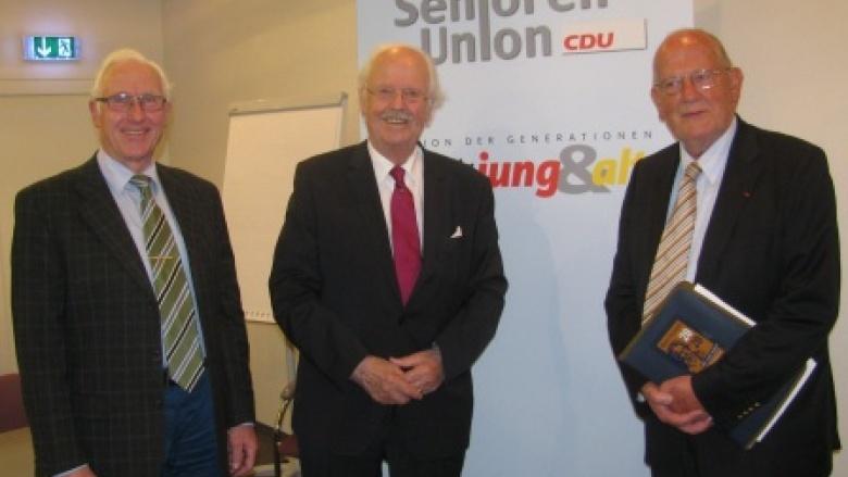 v.l.: Schriftführer Wilhelm Gunkel, Prof. Dr. Otto Wulff, Bezirksvorsitzender Dr. Joseph Lütke Entrup
